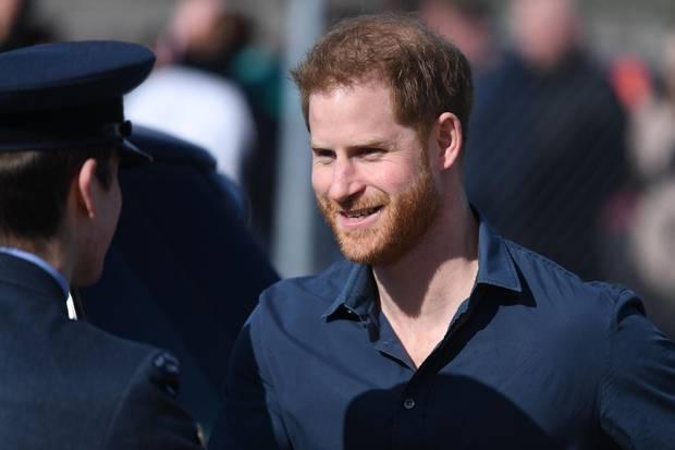 Prinz Harry am 6. März bei einem Termin in Silverstone. Die Frage: Wie echt ist dieses Lächeln?