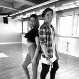 """""""Ready to rock"""": Nach einem super Training sind Sabrina Setlur und Nikita Kuzmin bereit für die zweite Show. Stylisch sehen die beiden dabei auf jeden Fall schon mal aus."""