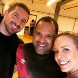 """Was für eine schöne Überraschung! Benjamin Piwko, letzjähriger """"Let's Dance""""-Finalist, besucht seine ehemalige Tanzpartnerin Isabel Edvardsson und ihren neuen Tanzpartner Ailton in ihrem Studio In Hamburg und wünscht viel Spaß und viel Glück! Das muss natürlich in einem süßen Selfie festgehalten werden."""