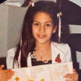 """Eva Mendes  Die Hollywood-Schönheit feierte am 5. März 2020 ihren 46. Geburtstag, mit diesem Kinderfoto bedankt sie sich überschwänglich bei ihrer Mutter, die sie bis heute sehr verwöhnt. Ein """"kubanischesDing"""", wie sie selbst schreibt."""