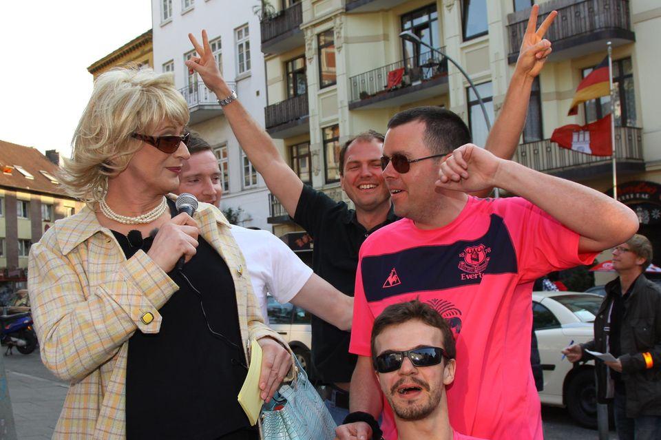 """Auf der """"Tour de Wanders"""" wandelt Lilo mit ihren Kiez-Touristen auf den erotischen Pfaden im Hamburger Stadtteil St. Pauli."""