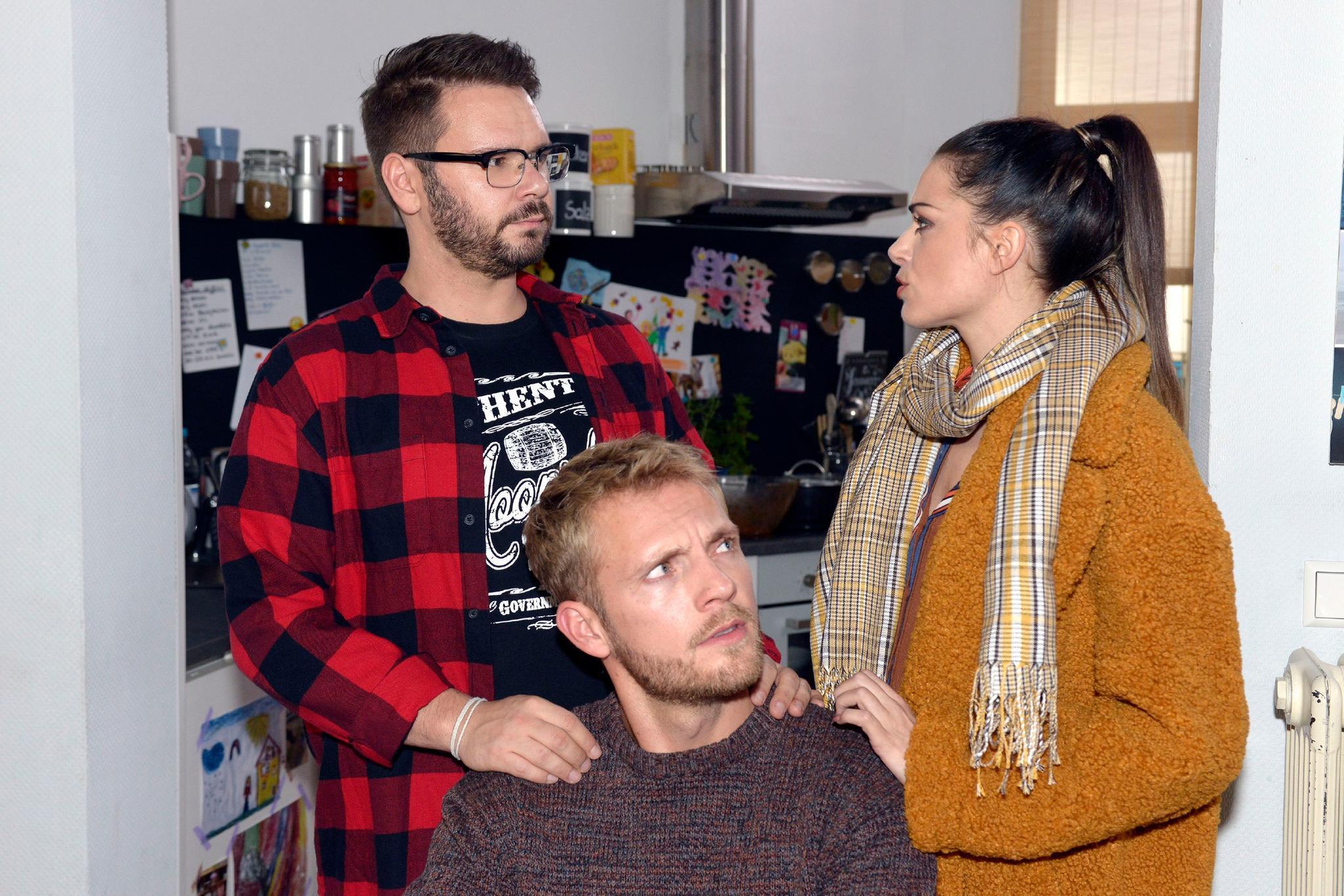 """""""Gute Zeiten, schlechte Zeiten"""":Tuner (Thomas Drechsel, l.), Paul (Niklas Osterloh) undEmily (Anne Menden) diskutieren."""