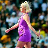 Voller Stolz zeigt Katy Perry sich mit ihrem wachsenden Babybauch bei der Frauen-Cricket-Weltmeisterschaft in Australien. Auf der Bühne gibt die Sängerin weiterhin volle Power.