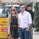 So verliebt strahlen Sylvie Meis und ihr Verlobter Niclas Castello beim Lunch in Beverly Hills. Erst auf den zweiten Blick zu erkennen: Beide tragen Jeans, sie als trendy Radler, er ganz klassisch.