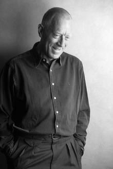 """8. März 2020: Max von Sydow (90 Jahre)  Die Filmwelt trauert um eine Legende: Max von Sydow ist im Alter von 90 Jahren verstorben. Derschwedische Schauspieler war in den 1950er Jahren durch seine jahrelange Arbeit mit Regisseur Ingmar Bergman weltberühmt geworden. Eine lange, erfolgreiche Karriere mit Hollywoodfilmen wie """"Der Exorzist"""" oder """"Sag Niemals Nie"""" und Zusammenarbeiten mit u.a. Woody Allen, David Lynch, Martin Scorsese und Steven Spielberg folgten."""