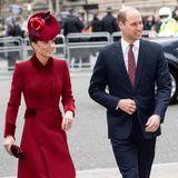 Auch bei Kate und William herrscht modische Harmonie: Die Krawatte des Thronfolgers ist farblich perfekt auf den Mantel seiner Frau abgestimmt.