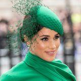 Herzogin Meghan setzt bei ihrem Abschieds-Look auf die Farbe Grün. Ob sie damit ein Zeichen setzen will? Immerhin steht Grün für die Hoffnung ...