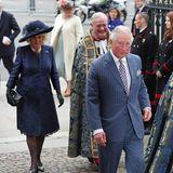 Prinz Charles und Herzogin Camilla kommen an der Westminster Abbey an. Sie werden die Queen gleich beim Einmarsch in die Kirche begleiten.