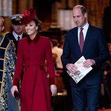 Herzogin Catherine und Prinz William strahlen, als sie aus der Westminster Abbey treten. Ob sie froh sind, dass der Auftritt gut und professionell über die Bühne gegangen ist?