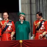 """Während der """"Trooping the Colour""""-Zeremonieim Jahr 1982 zeigte sich Prinzessin Diana mit Babykugel und einem durchaus ähnlichem Look, insbesondere mit beinahe identischer Kopfbedeckung, wie wir ihn bei Meghan während ihresletzten offiziellen Auftritts gesehen haben."""