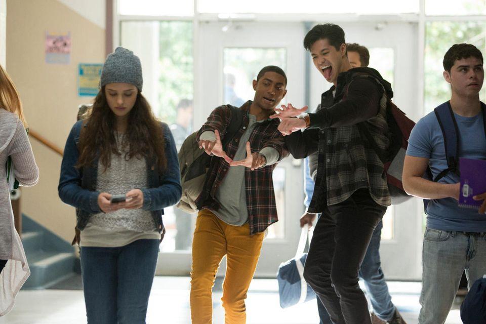 Hannah (Katherine Langford) wird von den Jungs an ihrer Schule gemobbt