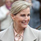 Gräfin Sophie trägt Hermès-Kette.