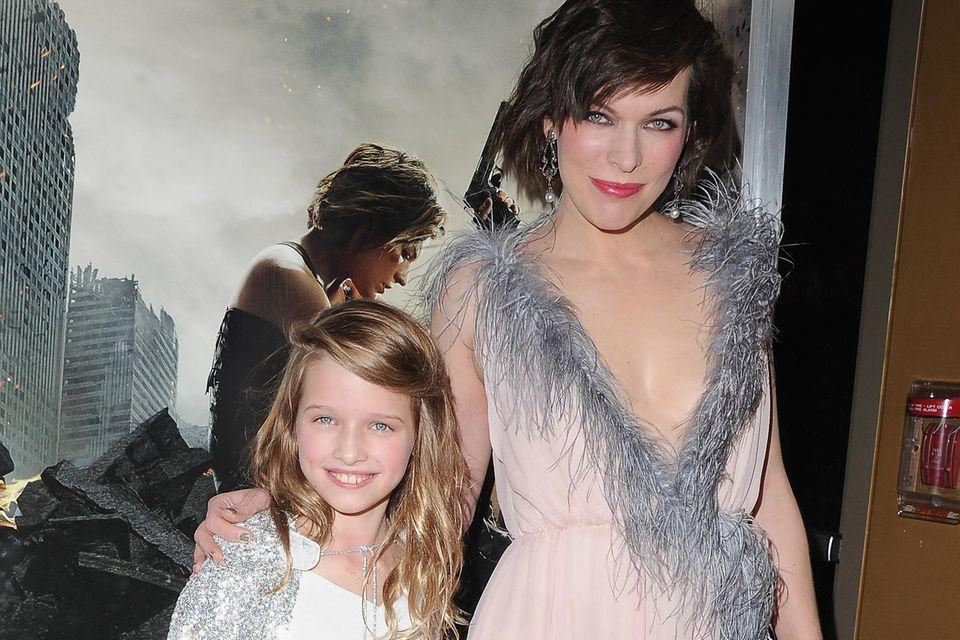Ever Anderson und Milla Jovovich