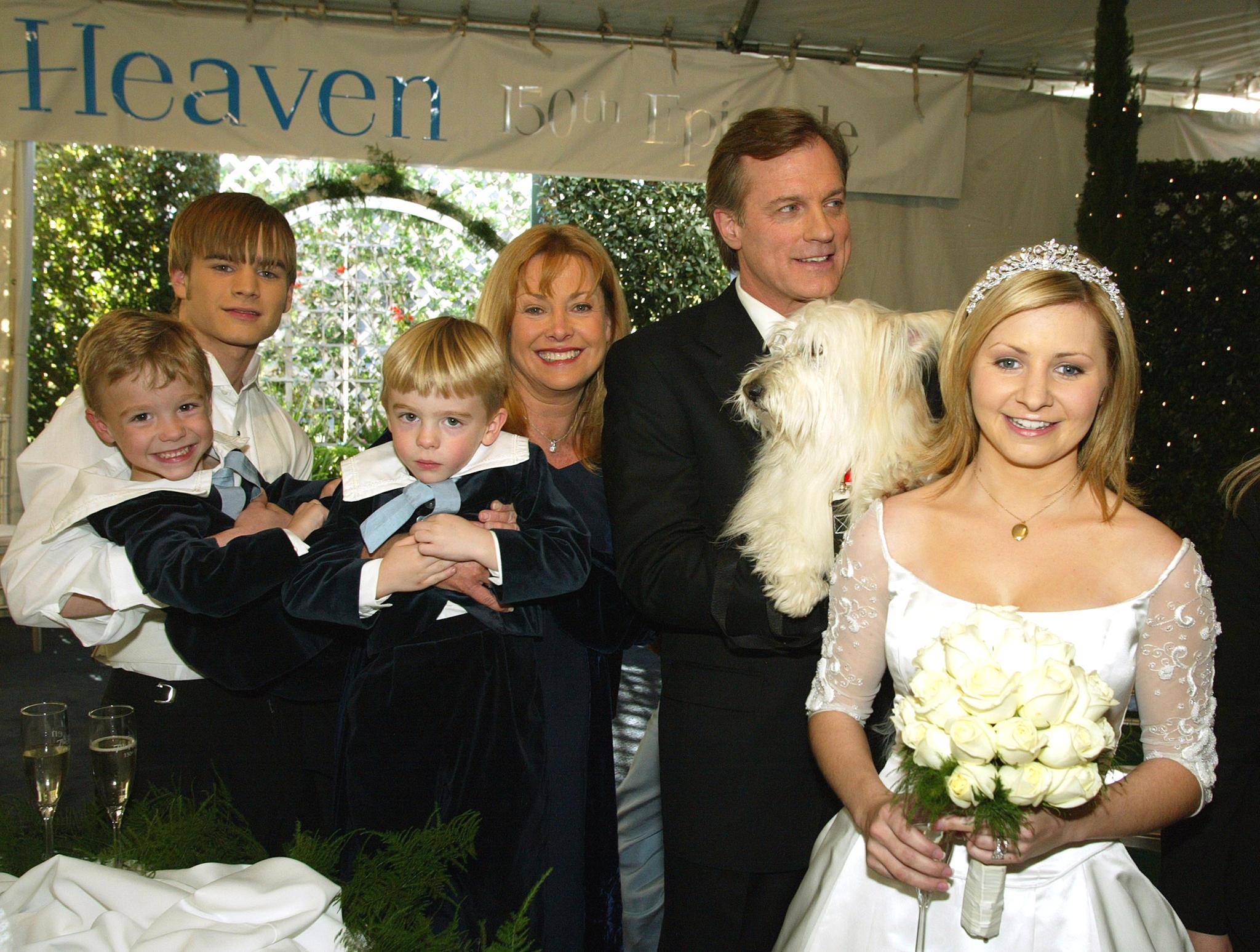 Von l. nach r.:David Gallagher, die Zwillinge Lorenzo and Nikolas Brino, Catherine Hicks, Stephen Collins und Beverley Mitchell