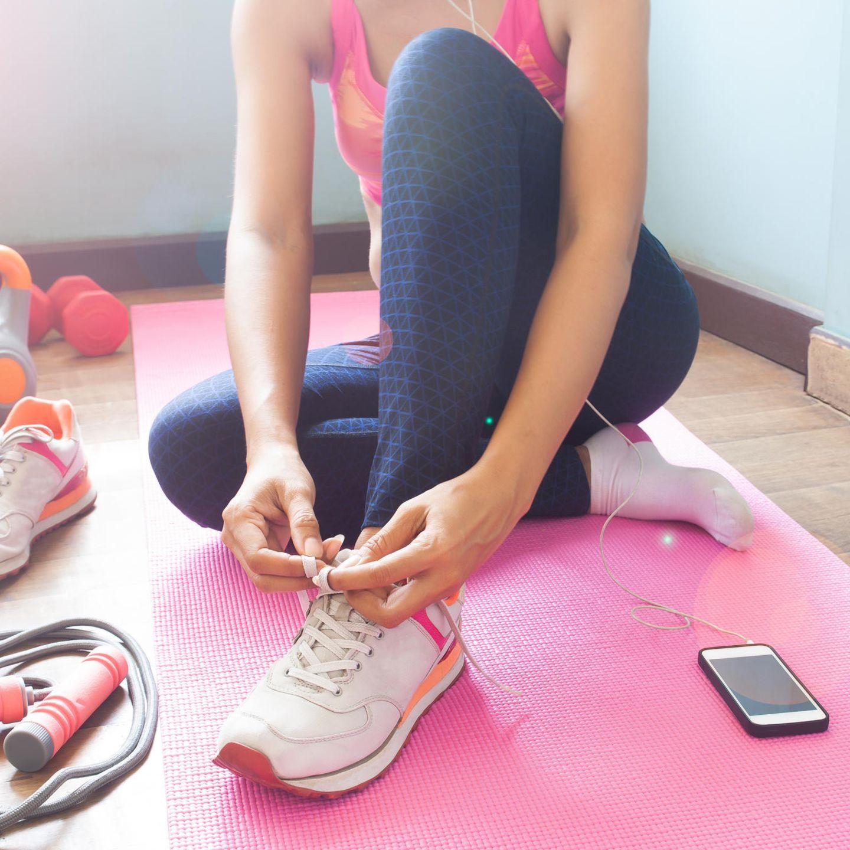 Fitnessstudios + Sportclubs geschlossen: Mit diesen Tricks für Zuhause bleiben Sie während der Corona-Krise fit