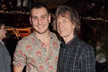 12. März 2020  Dieses Bild sieht man nicht häufig. Mick Jaggers Sohn Gabriel (aus der Ehe mit Jerry Hall) steht nicht oft im Rampenlicht.Jetzt haben die beiden aber zusammen in London gefeiert,und zwar den Launch von Gabriels Website Why Now. Dort bietet der 22-Jährige Artikel, Videos und Audio-Content an.
