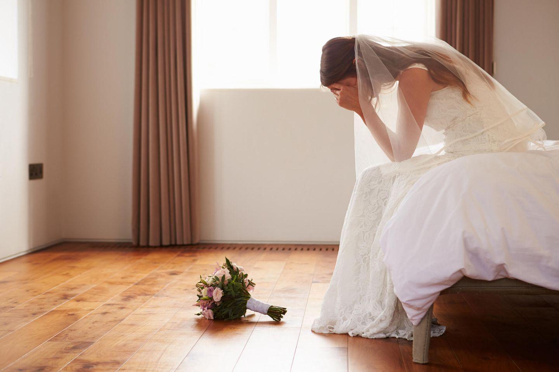 Schwere Entscheidung: Viele Bräute müssen ihre Hochzeit wegen der Corona-Krise verschieben. (Symbolbild)
