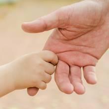 In Zeiten des Coronavirus werden zur Sicherheit auch kranke Kinder von ihren Eltern getrennt. (Symbolbild)