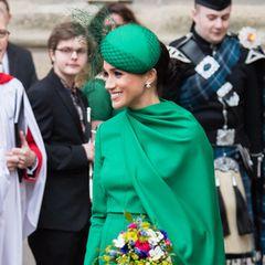 Bei ihremletzten offiziellen Auftritt fürs britische Königshaus bezauberte Herzogin Meghan in einem grünen Kleid von Emilia Wickstead. Das Design …