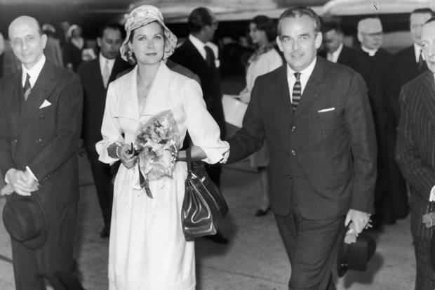 Grace Kelly (mit Ehemann Fürst Rainier von Monaco) machtedie Kelly Bag von Hermès weltberühmt.