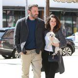 Werstrahlt denn hier mit der kalifornischen Sonne um die Wette? Ben Affleck und Neu-Freundin Ana de Armas zeigen sich frisch verliebt in Brentwood. Bei den Jacken haben sie sich bestimmt abgesprochen.