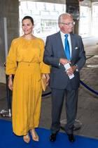 Prinzessin Victoria und König Carl Gustaf gehen auf Abstand.