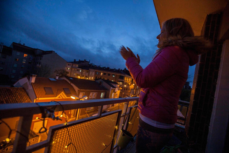 In Italien und Spanien bedanken sich die Menschen schon seit Tagen bei ihren Helferinnen und Helfern.
