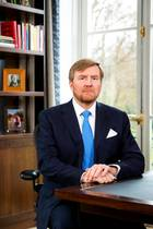 """20. März 2020  Auch König Willem-Alexander der Niederlande wendet sich in derCoronakrise mit einer seltenenTV-Ansprachean sein Volk. Aus dem Schloss in Den Haag appelliert er an Solidarität undbestärkt das Gefühl von Zusammengehörigkeit, das den Menschen durch dieseschwierigeZeit helfen kann. """"Das Coronavirus können wir nicht stoppen, aber das Einsamkeits-Virus schon"""", so der König in seiner Rede."""