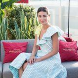 Punkten kann Alessandra de Osma in diesem asymmetrischen Kleid mit Volants auf einer Party im Sommer 2018.