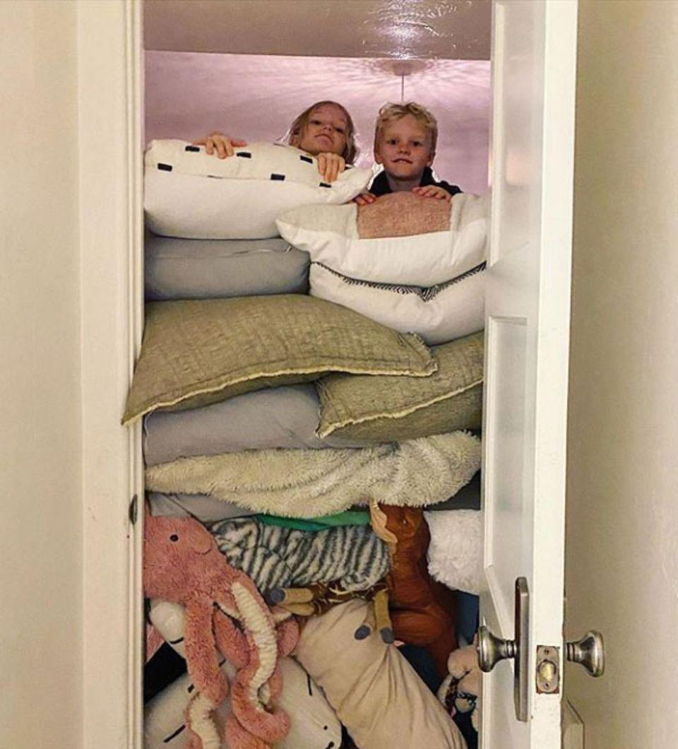 Abstand halten!Die Kids von Schauspieler James van der Beek scheinen diesen Ratschlag sehr ernst zu nehmen und verbarrikadieren vorsichtshalber schon mal ihr Zimmer.