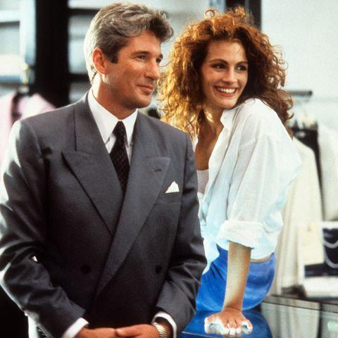 """Richard Gere und Julia Roberts waren DAS Film-Traumpaar, und """"Pretty Woman"""" avancierte ganz schnell zum Kultfilm derNeunziger. Vor 30 Jahren, am 23. März 1990 fand die Premiere der modernen """"Aschenputtel""""-Geschichte statt, in die deutschen Kinos kam der Film dann im Juli. Mit einem Budget von """"nur"""" 14 Mio. US-Dollar spielte er übrigens über 450 Mio. US-Dollar allein an den Kinokassen ein. Was heute aus den Schauspielern geworden ist, zeigt GALA Ihnen hier."""