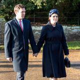 An Weihnachten 2019 sind Jack und Eugenie bereits über ein Jahr verheiratet. In dunkle Mäntel gehüllt machen sie sich auf den Weg zurWeihnachtsmesse in dieSt. Mary Magdalene Kirche auf dem Anwesen inSandringham.