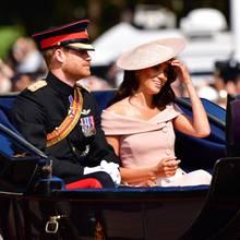 Prinz Harry und Herzogin Meghan bei einer Kutschfahrt anlässlich Trooping the Colour 2018.