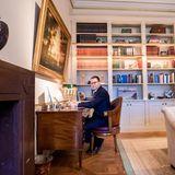 Prinz Daniel von Schweden strahlt mitten in der Coronakrise Ruhe und Gelassenheit aus. An seinem Schreibtisch aufSchloss Haga in Stockholm arbeitet der zweifache Vater im Home Office.