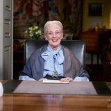 Königin Margrethe von Dänemark ist eine Gute-Laune-Garantin. Seltene Einblicke in ihr Schloss Amalienborg in Kopenhagen offenbaren das stil- und traditionsbewusste Interieur des Oberhaupts der dänischen Königsfamilie.