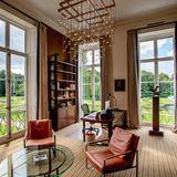 Mindestens genau so stilvoll wie das Arbeitszimmer seiner Frau hat sich auch Königin Willem-Alexander imSchloss Huis ten Bosch in Den Haag eingerichtet.