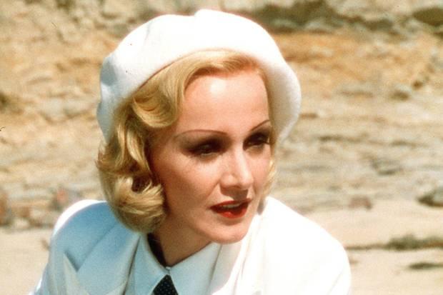 """Katja Flint spielt im Jahr 2000 die Dietrich in Joseph Vilsmaiers """"Marlene""""."""