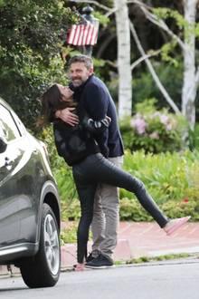 24. März 2020  Ben Affleck und Ana de Armas können einfach nicht die Finger voneinander lassen. Frischverliebt turtelt das neue Hollywood-Traumpaar durch Los Angeles.