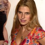 """Die US-amerikanische Schauspielerin Lake Bell ist hauptsächlich bekannt durch die Justizserie """"Boston Legal"""". Hier auf dem Bild ist die heute 41-Jährige Lake gerade einmal 24. Kaum zu glauben ...."""