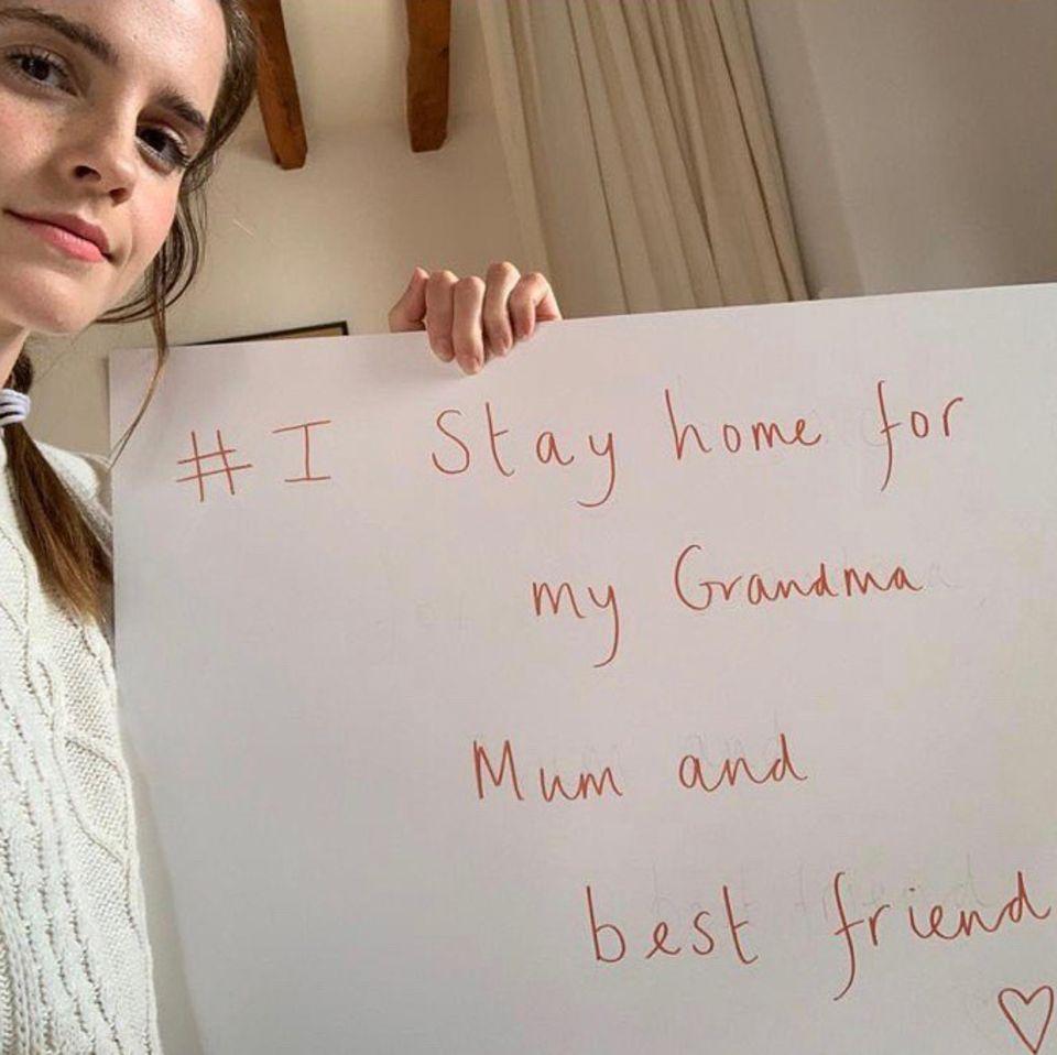 Schauspielerin Emma Watson bleibt für drei wichtige Menschenzu Haus, um sie dadurch zu schützen. Auf Instagram erklärt sie auch, wensie damit meint: ihre 70 Jahre alte Großmutter, ihre Mutter, die an Diabetes Typ 1 erkrankt ist und einer ihrer besten Freunde, der als Pflegekraft arbeitet.