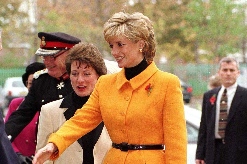 """Prinzessin Diana bekam die""""Chouchou""""-Tasche von Bernadette Chirac geschenkt. 1996 benannte das Modehaus sie ihr zu Ehren in """"Lady Dior"""" um."""