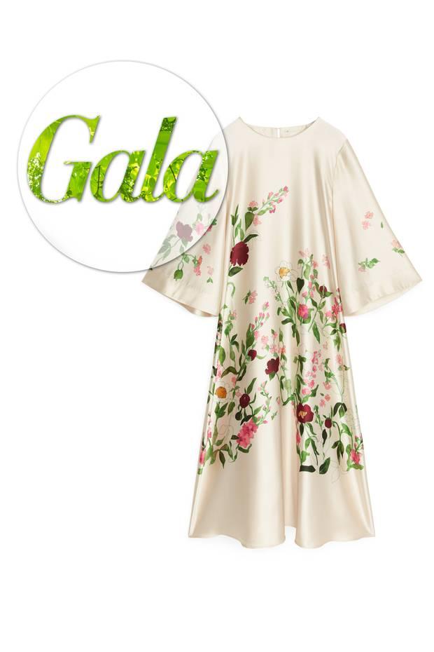 Mit diesem Satin-Kleid zieht garantiert der Frühling bei Ihnen ein! Das Kleid ist Teil einer Capsule Collection von Arket, die einer kleinen Insel inmitten von Stockholm gewidmet ist, die berühmt ist für ihre Blumenpracht. Im Frühjahr letzten Jahres wurdenZeichnungen von den dortigen Blumen gemacht um sie dieses Jahr als Print in einer kleinen Kollektion aufleben zu lassen. Ca. 115 Euro.
