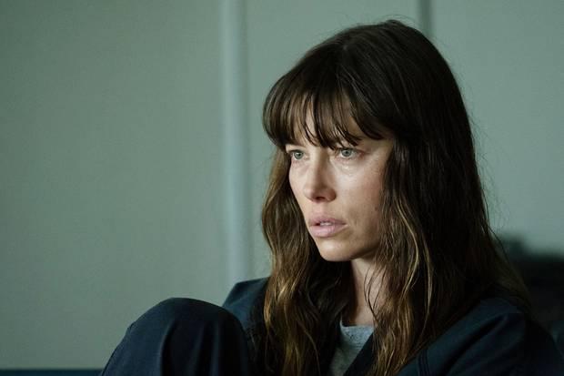 Cora Tannetti (Jessica Biel)