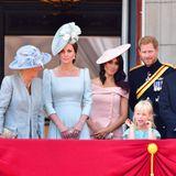 """9. Juni 2018  Wichtige Premiere für Meghan: Zum ersten Mal darf sie mitQueen Elizabeth und ihrer Familie auf dem Balkon des Buckingham Palastes stehen und demVolkzuwinken. Anlass der Zusammenkunft ist die traditionelle Militärparade zu Ehren des Geburtstages der Queen (""""Trooping the Colour"""")."""