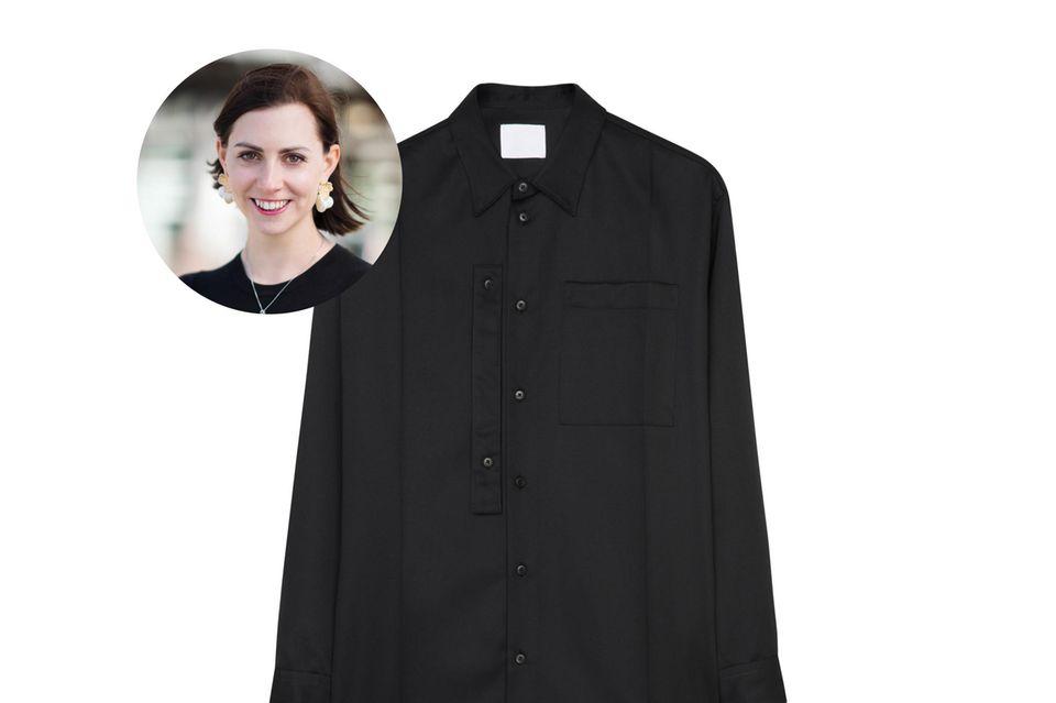 Redakteurin Kathrin liebt Blusen in allen Farben und Formen. Das schwarze Modell aus Wolle ist durch seinen zeitlos-lässigen Schnitt eine tolle Ergänzung für den Kleiderschrank.