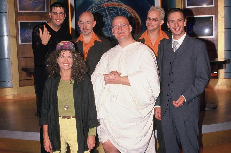 """Das SAT.1 """"Wochenshow""""-Ensemble Bastian Pastewka, Till und Obel, Anke Engelke, Markus Maria Profitlich und Ingolf Lück im Jahr 1999."""
