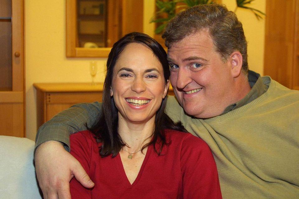 """Markus Maria Profitlich und Ingrid-Marie Einfeldt in derSat.1-Sendung """"Markus M. Profitlich will Fußball gucken"""" im Jahr 2004."""