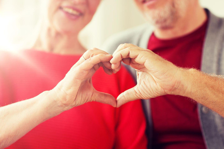 Liebe kennt kein Alter. (Symbolbild)
