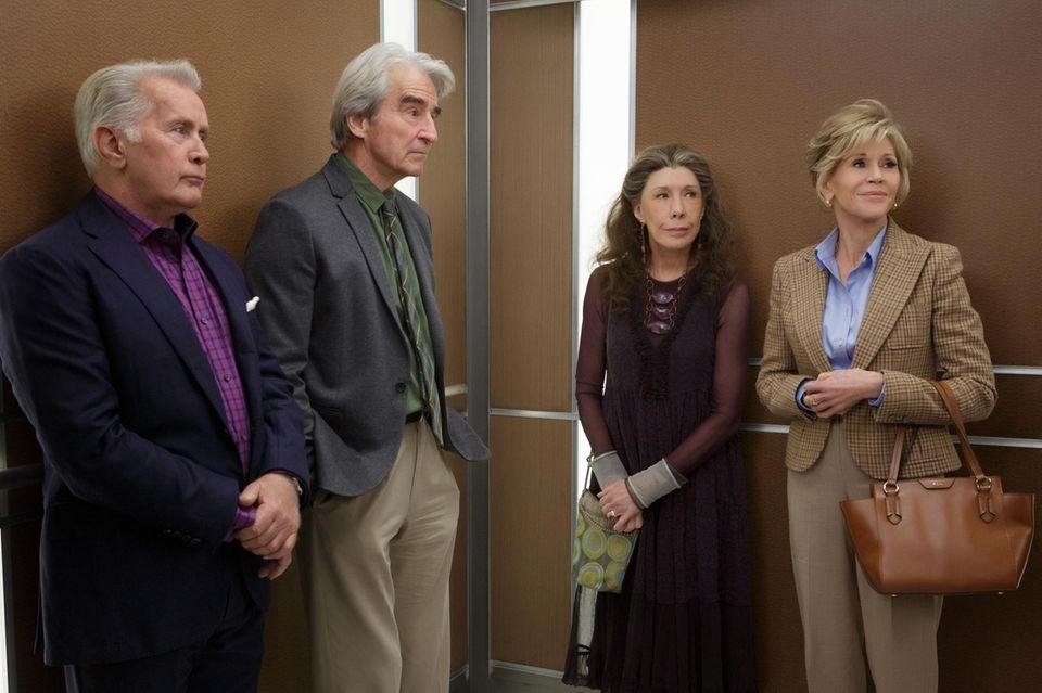 Robert (Martin Sheen), Sol (Sam Waterston), Frankie (Lily Tomlin) und Grace (Jane Fonda)