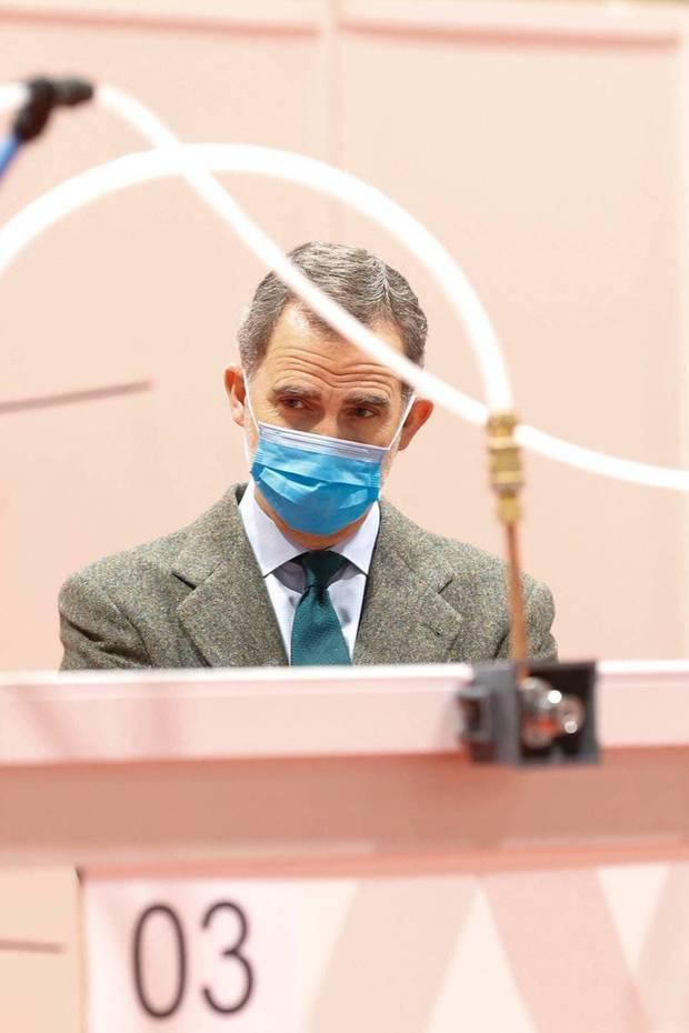 26. März 2020  In Spanien steigt die Zahl der Corona-Infizierten weiter extrem an. In Madrid besichtigt König Felipe ein Feldkrankenhaus, in dem viele Tausend Menschen behandelt werden können. Dafür wird das Messezentrum Ifema umfunktioniert. Mit Mundschutz und Handschuhen macht sich Felipe ein Bild vor Ort.